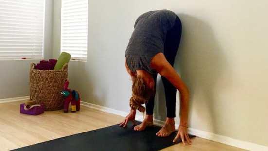 stretch hamstrings, Yoga Lebanon, yoga flow, yoga time, yoga teacher, budokon yoga, budokon Lebanon, budokon love warrior, budokon, Cynthia Zabbat